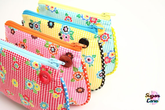 I like the bias binding insert! Puff Pouch Coin Purse Summer Picnic by SugarCane on Etsy.