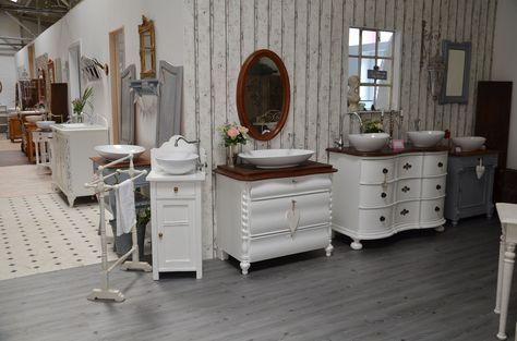 Als Vintage-Möbel-Liebhaberin und -Verkäuferin poste ich hier regelmäßig aus meinem herrlichen Arbeitsalltag - von Shabby Chic bis Landhausstil