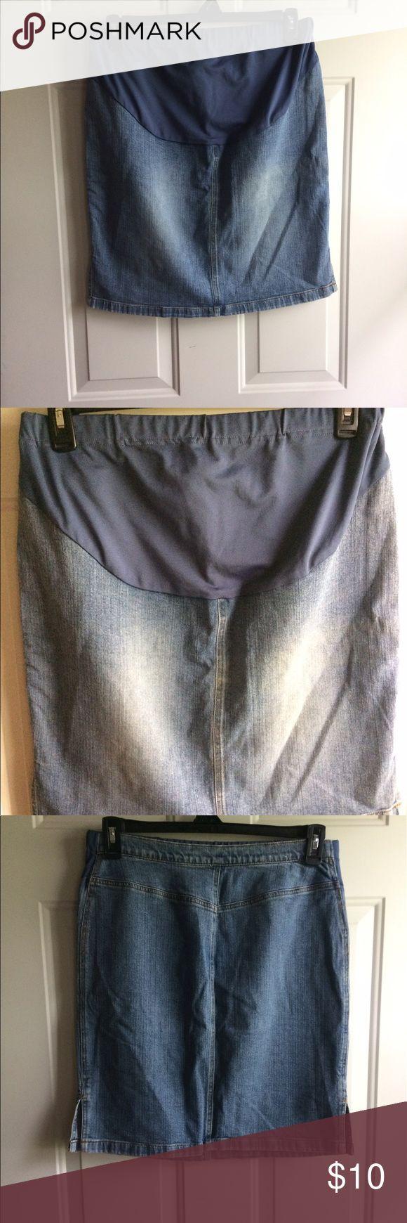 Medium Old Navy Maternity Jean Skirt Medium Old Navy Maternity Jean Skirt. Smoke free home Old Navy Skirts Mini