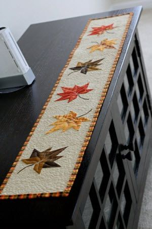 Charm Leaf (runner) Tutorial on By Anjeanette at http://byanjeanette.blogspot.com/2012/09/im-ready-for-fall-with-charm-leaf.html
