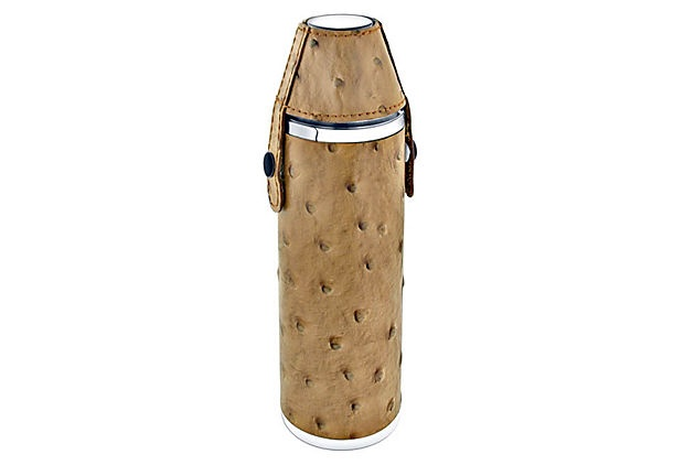 A leather hunter's flask, for the outdoorsy dad. #oklgiftsOstrich Brown, Brown Leather, Gift Ideas, Sportsman Travel, Leather Hunting, Leather Hunters, Hunters Flasks, Hunting Sportsman, Flasks Sets