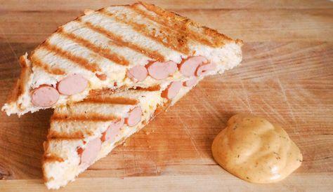 Katerbroodje: Recept voor tosti met knakworst en nog twee ingrediënten én Clavé Broodje Unox Saus. LEKKER!