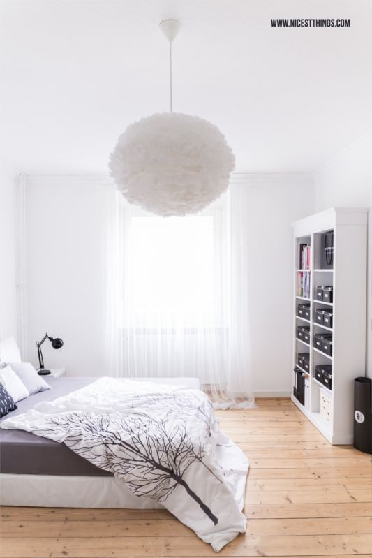 Bedroom with Vita Eos Feather Pendant Lamp