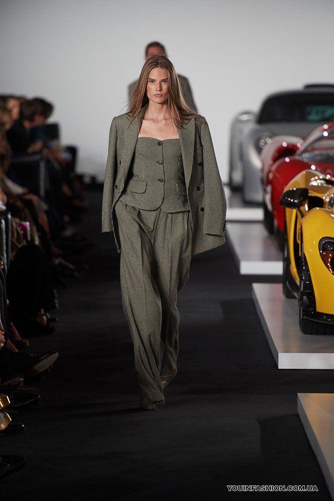 Женский деловой костюм-тройка серого цвета