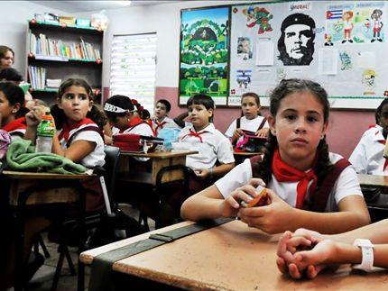 ΤΟ ΚΟΥΤΣΑΒΑΚΙ: ΕΡΕΥΝΑ: Κορυφαία η παιδεία στην Κούβα Η Κούβα είναι η μόνη χώρα στη Λατινική Αμερική και στην Καραϊβική που προσφέρει ένα εκπαιδευτικό σύστημα υψηλής ποιότητας, αντάξιο με αυτά της Φινλανδίας και της Ελβετίας.