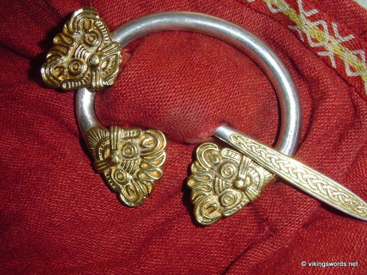 Viking style penannular brooch, inspired from a find from Zeeland, Denmark.