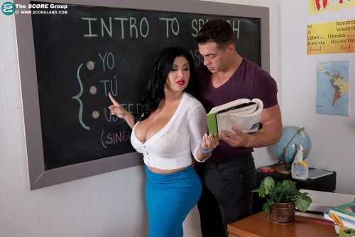 Mature teacher seduce her student - 1 part 4