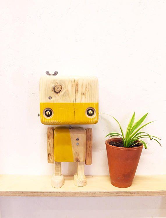 marvelous einfache dekoration und mobel mobilitaet im eigenheim #1: 48,00 u20ac plus Versand Robot en bois recyclé Le jaune moutarde
