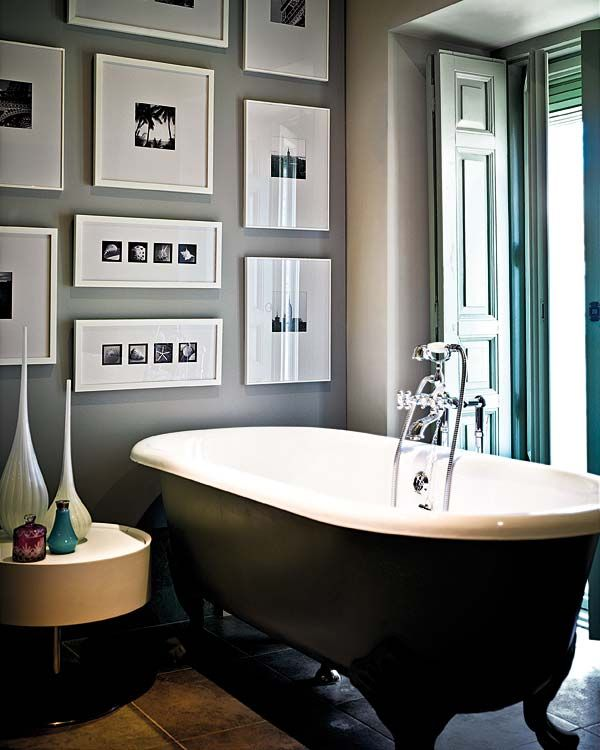 Black and white pictures look elegant in this bathrom.