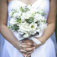 Свадебный букет из белой гортензии, эустомы, фрезии и серой брунии