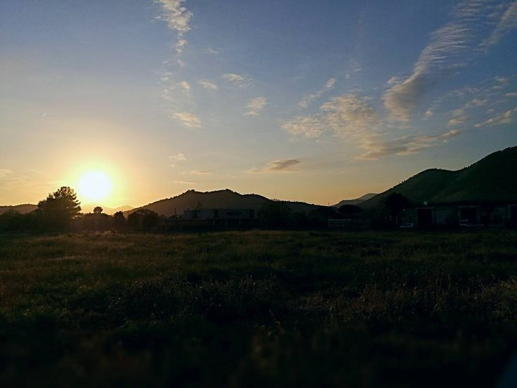 .: Paesaggio :. #italy #sunset #sun #sky #skyline #fantasy #green #paesage #Italia #cloud #clouds #vsco #vscoartist #vscoitaly #prisma #mountain #prisma #vedute #views - May 03 2017 at 10:54PM