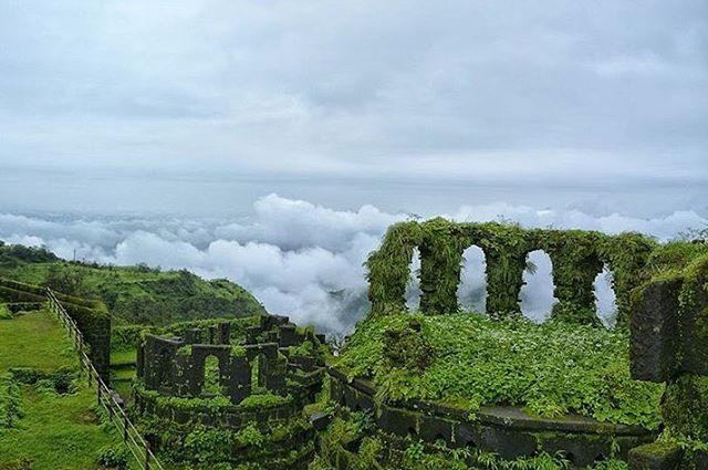 Location: Raigad Fort  Today's top pick of @trellingpune . . Raigad Fort, Maharashtra  Picture Courtesy :- @manoj_nayse  Have you checked out weekend challenge yet ? Check our latest post! Use #trellingpune to get featured  Be a part of coolest community at instagram.com/trellingpune  Tryout Trell App to discover new things in the city and connect with a global community of explorers, travelers, photographers and foodies!  Download it from trellapp.com