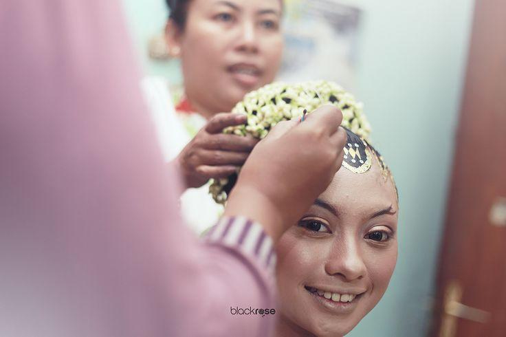 SANGGUL MANTEN #hairpiece #wedding #traditionalwedding #cultureofjava #woman #marriage