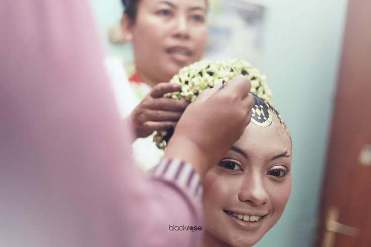 SANGGUL MANTEN #hairpiece #wedding #traditionalwedding #cultureofjava #woman #marriage