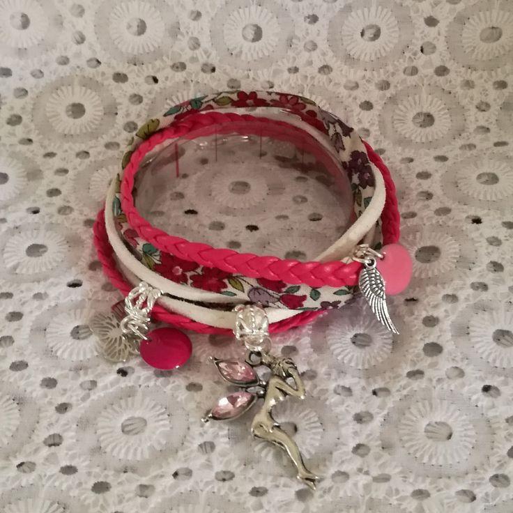 bracelet 2 tours cordon cuir suedine et liberty-fushia blanc argent-fée clochette sequins emaillés plumes papillon : Bracelet par tresoreloa