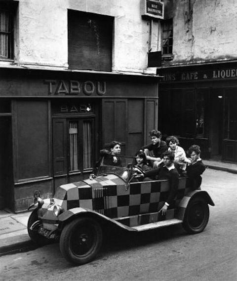 Rue Dauphine - Paris By Robert Doisneau. Iconic picture of St. Germain des Prés. (cw15)