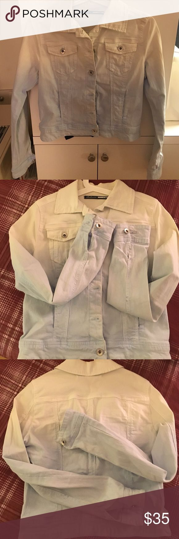 🆕Stradivarius light jacket Mixture of elastic and cotton fabric light jacket, the color is white to baby blue, Its more of a summer jacket but you may use it under winter coats, worn maybe once, size is Large but runs small like tight medium🙌🏻 tagged as zara as it belongs to Inditex company Zara Jackets & Coats