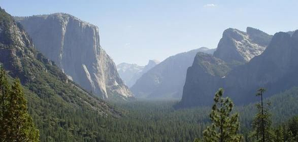 A rockfall on Yosemite National Park's iconic El Capitan monolith killed one park visitor and injured another Wednesday afternoon.