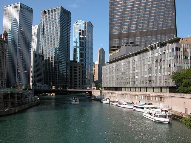 Chicago Sun-Times trains reporters to shoot with iPhones after laying off all its photographers. From now on writing reporters will shoot both images and videos; long live the journalism in Chicago! http://www.theverge.com/2013/6/1/4386074/chicago-sun-times-cuts-entire-photography-staff-trains-reporters-iphone