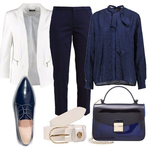 Per questo outfit: camicia con fiocco blu a pois bianchi, pantaloni classici blu, blazer bianco, stringate blu lucide, cintura bianca e tracollina blu lucida.