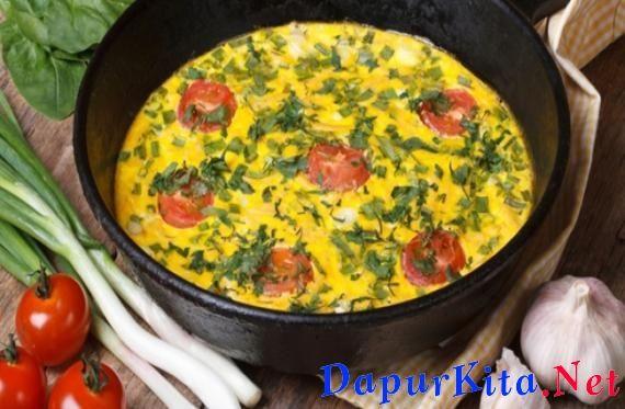Bahan yang diperlukan: 8 butir putih telur 2 sdt minyak zaitun 1 buah paprika merah dan hijau, potong dadu 1/2 mangkuk kecil keju feta 1 siung bawang bombay, cacah 1 mangkuk bayam, dicacah garam secukupnya lada hitam secukupnya