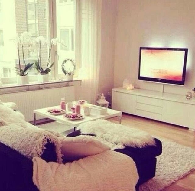 Cozy Apartment Living Room: Cute Little Living Room Set Up...