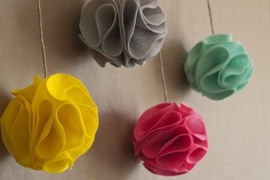 DIY felt pom flowers