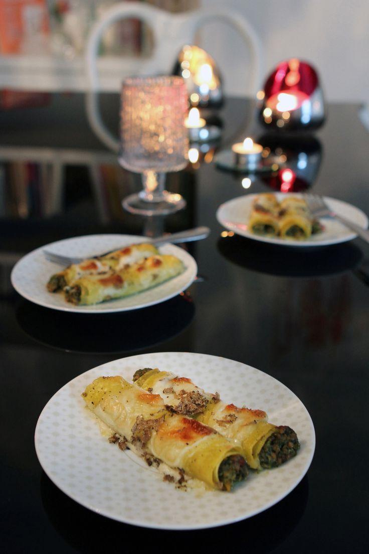Scopri come preparare in casa dei ghiotti cannelloni al ragù bianco con tartufo nero: guarda la ricetta di Sale&Pepe e realizza questo primo piatto raffinato.
