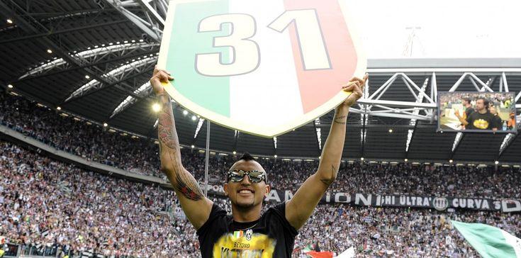 Tecnicamente quello vinto dalla Juventus è lo scudetto numero 29. Ma il numero che campeggia per la festa sugli spalti e in campo è il 31. E c'è chi se lo fa stampare sul braccio o sulla guancia con tre stelline