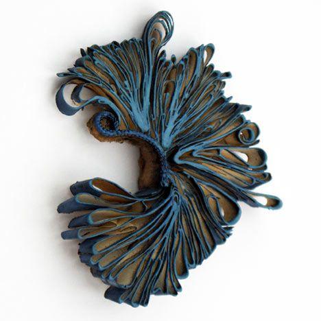 """Spilla - Flora Vagi - Ungheria - Realizzata in carta - Esposta alla mostra """"Schmuck"""" - Vagi (Germania) - Marzo 2011"""