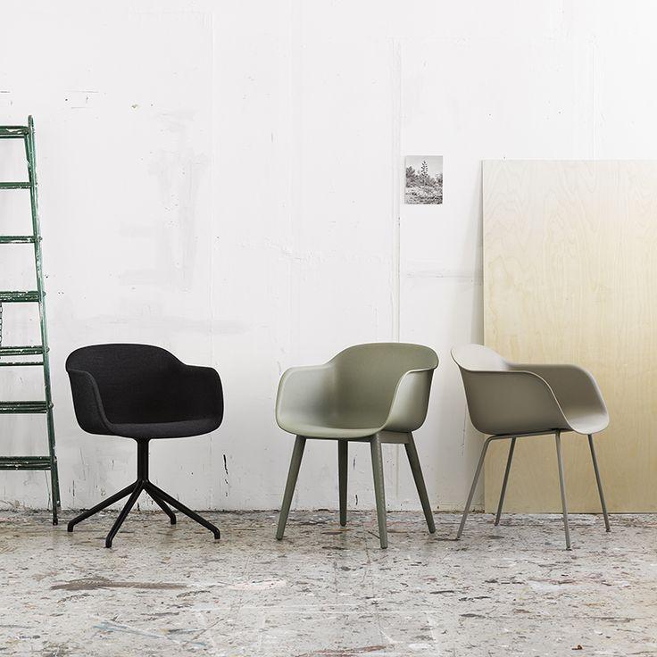 Fiber Chair houten onderstel - Muuto https://www.livingdesign.be/nl/producten/meubelen/stoelen/fiber-chair-houten-onderstel-muuto-fiberwoodwhiteoak