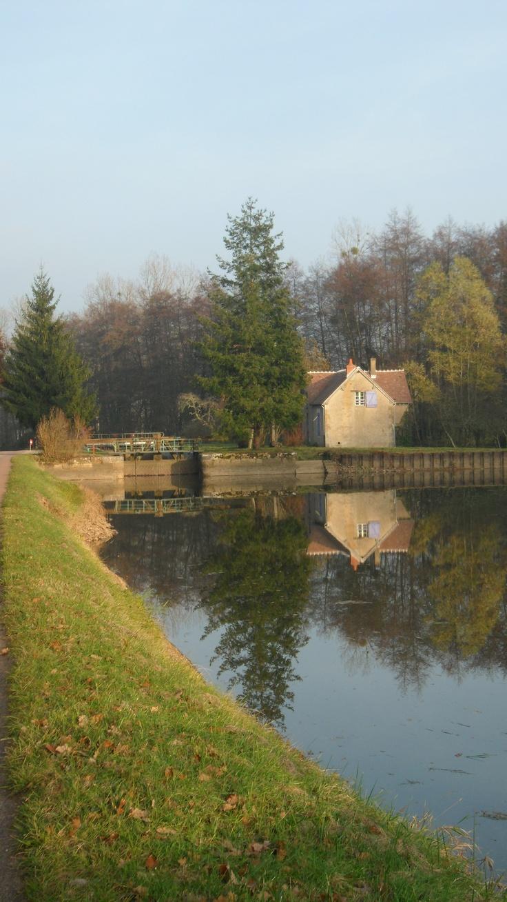 Canal du Nivernais - France