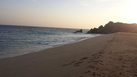 Aloha, Barátom!  Ahh, visszaemlékszem a titkos menedékhelyemre! Ha követed a Facebook oldalamat, láthattad a posztomat a tengerpartról, amivel megjutalmaztam magam és ahol a következő könyvemet írom. Itt egy kép arról a gyönyörű óceánról, amely segített újra tisztítanom magam. A teljes cikket itt olvashatod  bit.ly/1JxyVO6