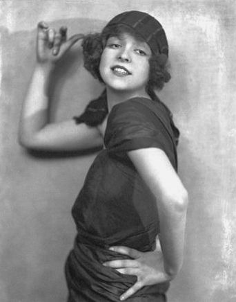 File:Clara Bow Brewster 1921.PNG