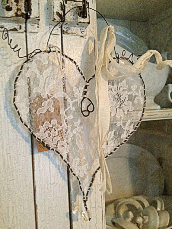 Herz aus Draht und Spitzenstoff – #Antique #aus #D…
