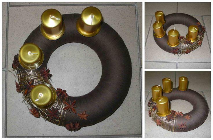 Adventní věnec střední hnědo-zlatý Korpus polystyren průměr 24cm. Použitý materiál: textil, provázek, přírodnina, koření.