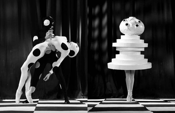 A idéia do ballet foi baseado no princípio da trindade. Ele tem três atos, três participantes (dois do sexo masculino, um feminino), 12 danças e 18 figurinos. Cada ato tinha uma cor diferente e humor. As três primeiras cenas, contra um fundo amarelo limão para afetar um estado de espírito alegre, burlesco, as duas cenas média, em um palco rosa, festivo e solene e as três últimas cenas, em preto, se destinavam a ser místico e fantástico.