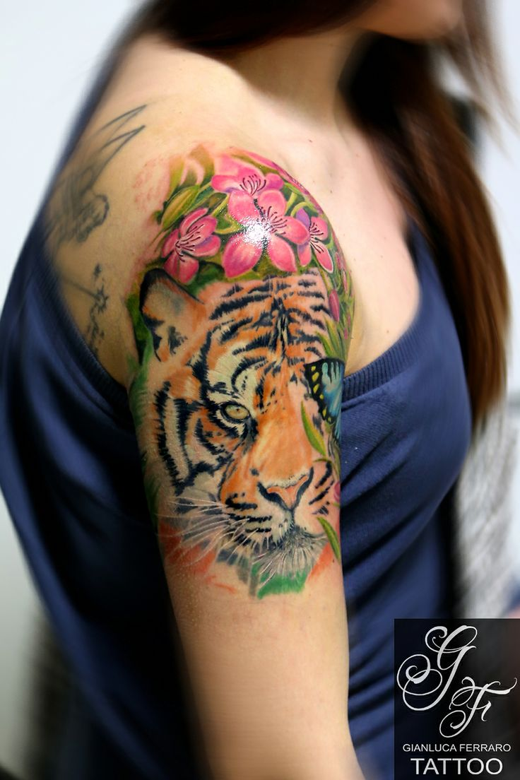 #gianlucaferrarotattoo #tiger #tigre #flower #color #peach #napoli #tatuaggio #3d #eye #butterfly #tatuatori #tattoo #colour #tatuaggi #realistic #animals #passion #love #atwork #workinprogress #realismo #tattooart #ink #italy #beautiful #braccio #arm #naples #flower #animaltattoo #japan #arte #freehand #artist #fiori #pink #cherryblossoms #fioriciliegio #farfalla #realism #tattoocolour #woman #girl #tatuatore