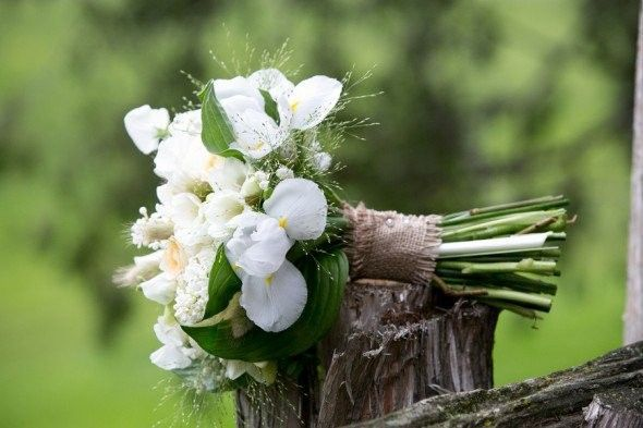 Burlap Wrapped Bouquet From 10 Great Ways To Use Burlap At Your Wedding