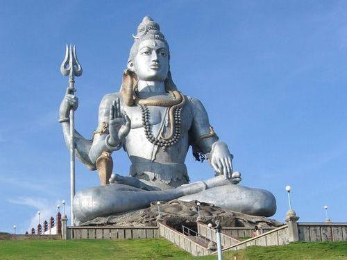 シヴァ神の像 26m インド・ビジャープル