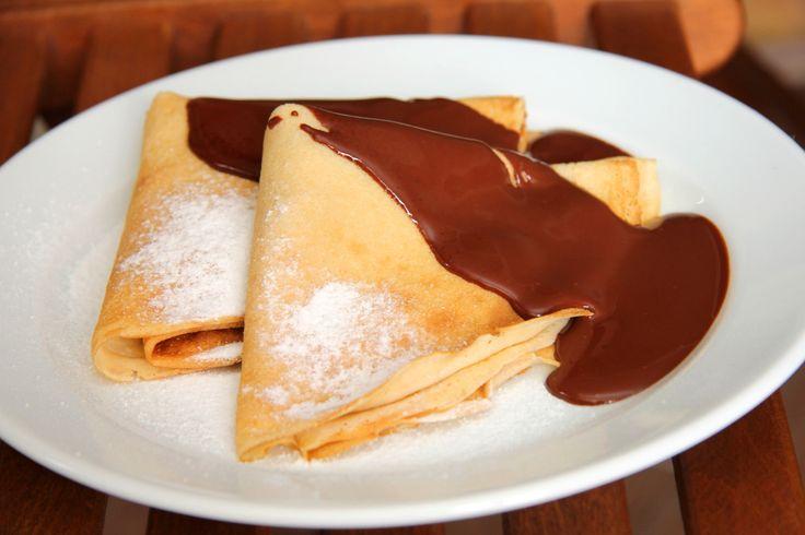 Gundel palacsinta recept: Ki ne ismerné a klasszikus magyar Gundel palacsintát?! Ez egy kihagyhatatlan darab! :) Elkészíteni pedig sokkal egyszerűbb, mint gondolnád. Ha vendégek jönnek hozzád, ez igazi befutó desszert!