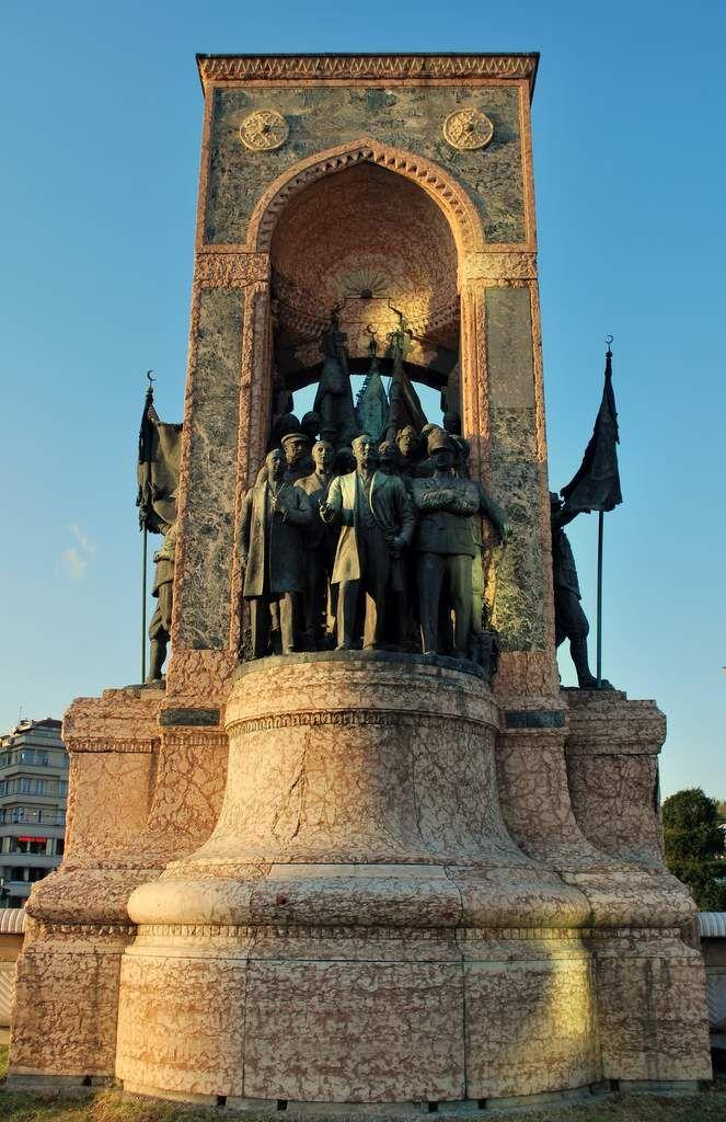 Taksim Cumhuriyet Anıtı - İstanbul