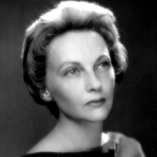 1962 RWB opens its General Division School under the direction of former RWB Principal Dancer, Jean McKenzie. The Canadian School of Ballet chang...