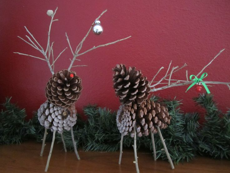 Diy pinecone deer would make pretty tree ornaments for Pine cone christmas ornaments crafts
