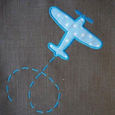 coupon brodé d'un avion en tissu appliqué étoilé bleu