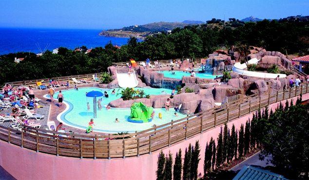 Idéalement situé à seulement 100m de la #plage d'Argelès sur Mer, ce très joli #camping 5* est niché au coeur d'un parc boisé à végétation luxuriante. Profitez d'un bel espace #aquatique tropical chauffé de 400m2 ainsi que des équipements ludiques pour vos loisirs...