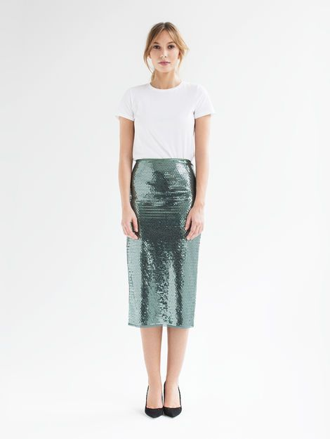 Iris long- The Iris pencil skirt, made of embroidered fabric from Jakob Schlaepfer with shimmering sequins, is extremely comfortable and flattering. The skirt features a unique embroidery technique which keeps the sequins securely attached. Swiss made