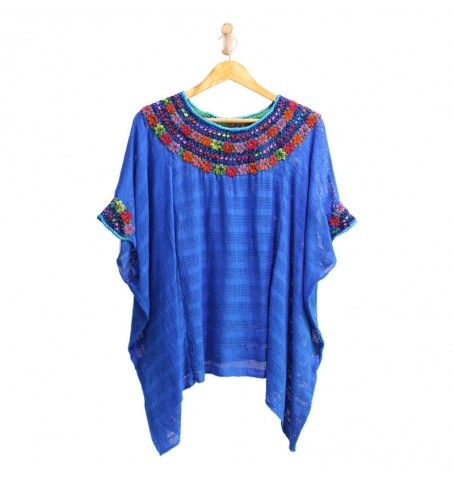 Blusa de algodón natural bordada delicadamente por artesanas Guatemaltecas.  Con un espectacular bordado de flores en el cuello y en las mangas.  Bordada por delante y por detrás.  Boho look, ethnic style, handmade, one of a kind.