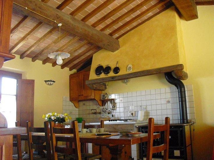 Dai un'occhiata a questo fantastico annuncio su Airbnb: Appartamento Rustico in Casale - Appartamenti in affitto a Vicopisano