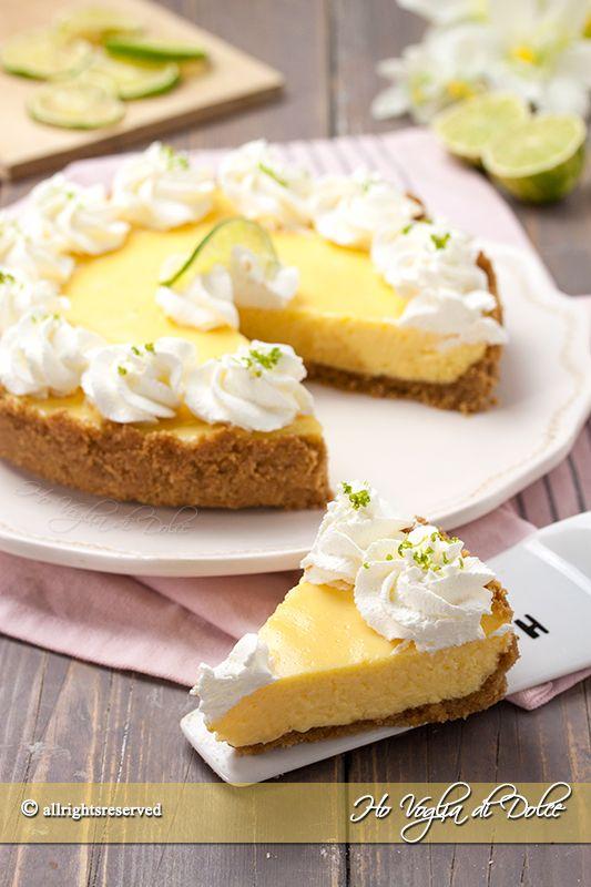 Key lime pie o torta di limetta tipico delle isole Keys. Un dolce fresco e goloso al lime preparato con tuorli, latte condensato e panna o meringa.